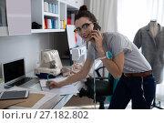 Купить «Fashion designer talking on mobile phone», фото № 27182802, снято 30 августа 2017 г. (c) Wavebreak Media / Фотобанк Лори