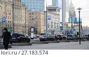 Купить «Moscow, Russia - November 2. 2017. Traffic on garden-kudrinskaya street of Garden Ring», видеоролик № 27183574, снято 2 ноября 2017 г. (c) Володина Ольга / Фотобанк Лори