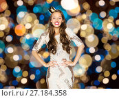 Купить «happy young woman in crown over festive lights», фото № 27184358, снято 31 октября 2015 г. (c) Syda Productions / Фотобанк Лори