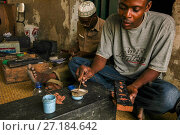 Купить «Silversmith using  ancient Arabic techniques brought to the region by Arab traders more than half a millenium ago. Ibo Island, northern Mozambique June 2011», фото № 27184642, снято 19 августа 2018 г. (c) Nature Picture Library / Фотобанк Лори