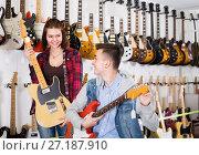 Купить «Customers are deciding on suitable amp», фото № 27187910, снято 14 февраля 2017 г. (c) Яков Филимонов / Фотобанк Лори