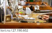 Купить «Goldsmith working at desk in workshop 4k», видеоролик № 27190602, снято 10 декабря 2018 г. (c) Wavebreak Media / Фотобанк Лори