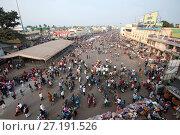 Купить «Puri town centre showing main street and marketplace near Jagannath temple to Lord Vishnu, Puri, Odisha, India, Asia», фото № 27191526, снято 12 января 2017 г. (c) age Fotostock / Фотобанк Лори