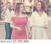 Купить «Young male is want acquaintance with girls who are walking», фото № 27195906, снято 18 октября 2017 г. (c) Яков Филимонов / Фотобанк Лори