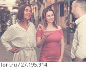 Купить «Young male is acquaintance with girls who are walking», фото № 27195914, снято 18 октября 2017 г. (c) Яков Филимонов / Фотобанк Лори