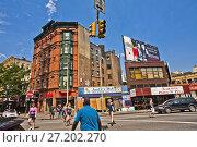Купить «7th Avenue and Grove Street, Seventh Avenue Greenwich Village, Manhattan, New York City, USA, United States.», фото № 27202270, снято 10 июня 2011 г. (c) age Fotostock / Фотобанк Лори