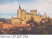 Купить «Autumn view of Alcazar of Segovia», фото № 27207734, снято 16 ноября 2014 г. (c) Яков Филимонов / Фотобанк Лори