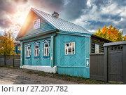 Голубой дом на Никольской Blue russian wooden house  on Nikolskaya street (2017 год). Стоковое фото, фотограф Baturina Yuliya / Фотобанк Лори
