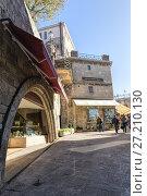 Купить «Narrow street in San Marino in summer day», фото № 27210130, снято 6 ноября 2016 г. (c) Евгений Ткачёв / Фотобанк Лори