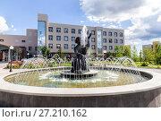 Купить «Фонтан Каменный цветок. Нижний Тагил», фото № 27210162, снято 7 июня 2016 г. (c) Евгений Ткачёв / Фотобанк Лори