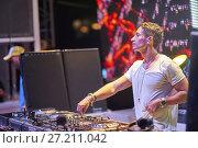 Купить «DJ Joey Dale at music festival Starbeach in Hersonissos, Crete, Greece, on 21. July 2017», фото № 27211042, снято 21 июля 2017 г. (c) age Fotostock / Фотобанк Лори