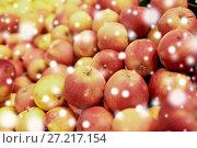 Купить «ripe apples at grocery store or market», фото № 27217154, снято 2 ноября 2016 г. (c) Syda Productions / Фотобанк Лори