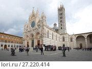 Duomo di Siena облачным сентябрьским днем. Сиена, Италия (2017 год). Редакционное фото, фотограф Виктор Карасев / Фотобанк Лори