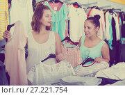 Купить «Customers looking for new garments», фото № 27221754, снято 19 июня 2017 г. (c) Яков Филимонов / Фотобанк Лори