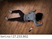 Купить «dead woman body lying on floor at crime scene», фото № 27233802, снято 5 мая 2017 г. (c) Syda Productions / Фотобанк Лори