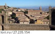 Купить «Солнечный день над крышами Монтальчино. Тоскана, Италия», видеоролик № 27235154, снято 21 сентября 2017 г. (c) Виктор Карасев / Фотобанк Лори