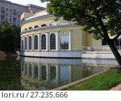 Купить «Многофункциональный комплекс «Белый лебедь». Чистопрудный бульвар, 12, строение 1. Басманный район. Город Москва», эксклюзивное фото № 27235666, снято 14 августа 2008 г. (c) lana1501 / Фотобанк Лори