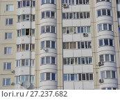 Купить «Многосекционный панельный жилой дом разной этажности серии И-155-С, построен в 2006 году. Курганская улица, 3. Район Гольяново. Город Москва», эксклюзивное фото № 27237682, снято 11 февраля 2010 г. (c) lana1501 / Фотобанк Лори