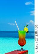 Купить «Glass of drink is on a beach table», фото № 27238430, снято 19 августа 2018 г. (c) М / Фотобанк Лори