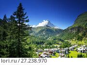 Купить «Zermatt village with peak of Matterhorn in Swiss Alps», фото № 27238970, снято 11 сентября 2017 г. (c) Iakov Kalinin / Фотобанк Лори