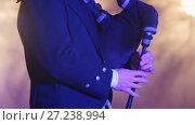Купить «Bagpipe player plays musical instrument at the stage», видеоролик № 27238994, снято 23 сентября 2018 г. (c) Константин Шишкин / Фотобанк Лори