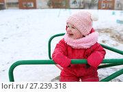 Купить «Happy smiling little 1 years girl in warm overalls playing outdoors in winter», фото № 27239318, снято 29 октября 2017 г. (c) ivolodina / Фотобанк Лори