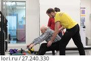 Купить «Пожилой мужчина выполняет тестовые упражнения на тренажёре МТБ центра доктора Бубновского», эксклюзивное фото № 27240330, снято 27 ноября 2017 г. (c) ДеН / Фотобанк Лори