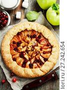 Купить «Galette with apples and cranberry», фото № 27242654, снято 6 октября 2017 г. (c) Надежда Мишкова / Фотобанк Лори