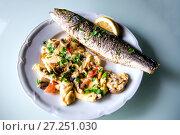 Купить «Baked fish mackerel with lemon», фото № 27251030, снято 17 мая 2017 г. (c) Евгений Ткачёв / Фотобанк Лори