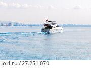 Купить «Luxury yacht on turquoise water between the islands», фото № 27251070, снято 25 июля 2015 г. (c) Евгений Ткачёв / Фотобанк Лори