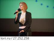 Российская певица Наталья Штурм на сцене (2017 год). Редакционное фото, фотограф Малышев Андрей / Фотобанк Лори