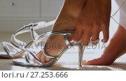 Купить « Bride wearing matching sandals 4K 4k», видеоролик № 27253666, снято 15 октября 2019 г. (c) Wavebreak Media / Фотобанк Лори