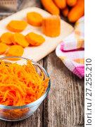 Купить «Grate carrots in a bowl», фото № 27255210, снято 23 августа 2017 г. (c) Елена Блохина / Фотобанк Лори