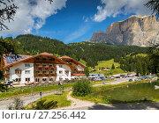 Купить «Hotel Lupo Bianco Wellness and Walking Canazei, Passo Pordoi with mountain backdrop, South Tyrol, Italian Dolomites, Italy, Europe», фото № 27256442, снято 15 августа 2017 г. (c) age Fotostock / Фотобанк Лори
