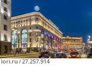 Купить «Улица Тетральный проезд вечером», эксклюзивное фото № 27257914, снято 25 ноября 2017 г. (c) Виктор Тараканов / Фотобанк Лори