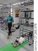 Купить «Дети выполняют упражнения на ковриках в центре Бубновского», эксклюзивное фото № 27260978, снято 29 ноября 2017 г. (c) Дмитрий Неумоин / Фотобанк Лори