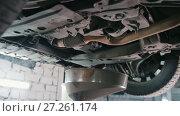 Купить «Engine oil under bottom of the car in garage workshop», видеоролик № 27261174, снято 18 августа 2019 г. (c) Константин Шишкин / Фотобанк Лори