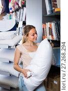 Купить «customer picking soft pillow», фото № 27268294, снято 17 августа 2018 г. (c) Яков Филимонов / Фотобанк Лори