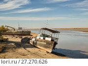 Купить «Старые ржавые суда на берегу реки Амударья, Узбекистан», фото № 27270626, снято 21 октября 2016 г. (c) Юлия Бабкина / Фотобанк Лори