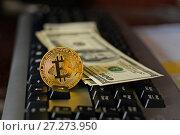 Купить «Криптовалюта биткойн и доллары лежат на клавиатуре», эксклюзивное фото № 27273950, снято 8 декабря 2017 г. (c) Юрий Морозов / Фотобанк Лори