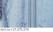 Купить «Электрифицированная железная дорога со столбами и контактными проводами, вид сверху, зимний период», видеоролик № 27275274, снято 27 ноября 2017 г. (c) Кекяляйнен Андрей / Фотобанк Лори