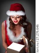 Купить «Glowing Christmas gift», фото № 27276646, снято 27 ноября 2016 г. (c) Иван Михайлов / Фотобанк Лори