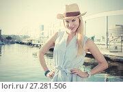 Купить «Cheerful woman in the hat», фото № 27281506, снято 29 июля 2017 г. (c) Яков Филимонов / Фотобанк Лори