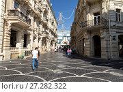 Купить «Торговая улица Низами в центре Баку. Азербайджан», фото № 27282322, снято 27 сентября 2016 г. (c) Евгений Ткачёв / Фотобанк Лори
