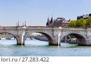 Купить «Остров Сите. Новый мост в Париже над рекой Сена (Pont Neuf). Париж, Франция», фото № 27283422, снято 9 мая 2017 г. (c) Николай Коржов / Фотобанк Лори