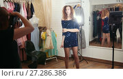 Beautiful curly haired woman in evening dress posing for photographer in clothing store boutique. Стоковое видео, видеограф Константин Шишкин / Фотобанк Лори