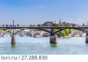 Купить «Мосты Arts и Pont Neuf в Париже над рекой Сена. Франция», фото № 27288830, снято 9 мая 2017 г. (c) Николай Коржов / Фотобанк Лори