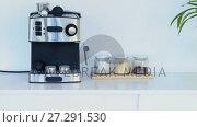Купить «Mugs hanging on hook in kitchen 4k», видеоролик № 27291530, снято 17 февраля 2020 г. (c) Wavebreak Media / Фотобанк Лори