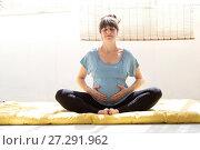 Купить «Pregnant Woman Practicing Yoga», фото № 27291962, снято 7 апреля 2017 г. (c) age Fotostock / Фотобанк Лори