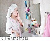 Купить «young woman in the bathroom yawns and wakes up», фото № 27297782, снято 12 декабря 2017 г. (c) Типляшина Евгения / Фотобанк Лори